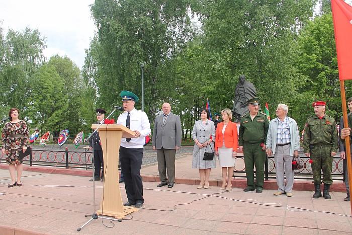 Resize of Пограничников поздравляет Е.Е. Горбатенков