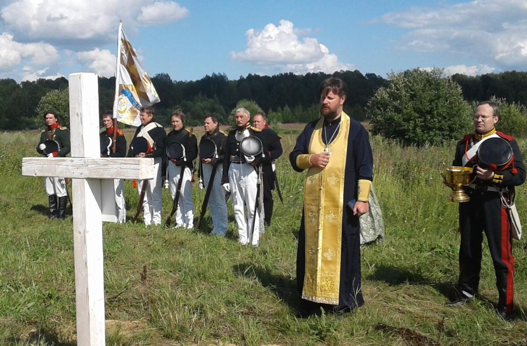 Поминальная служба на месте захоронения воинов