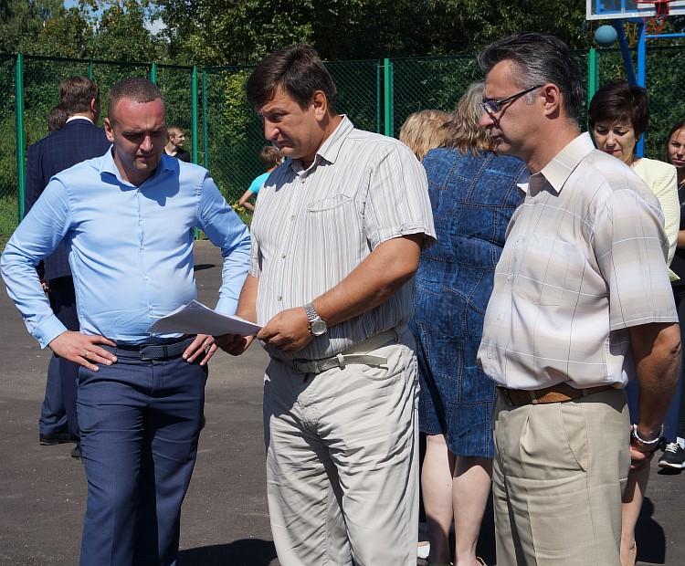 Resize of Серьезный разговор, в центре - председатель областной Думы И.В. Ляхов