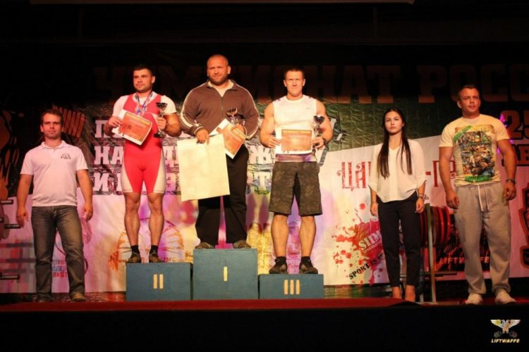 Нагараждение победителей Чемпионата России по жиму штанги лежа (1 место Андрей Володченков)