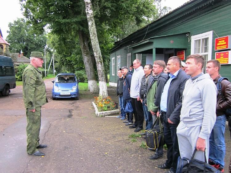 Resize of Инструктаж команды проводит военный комиссар района С.А. Дроздов
